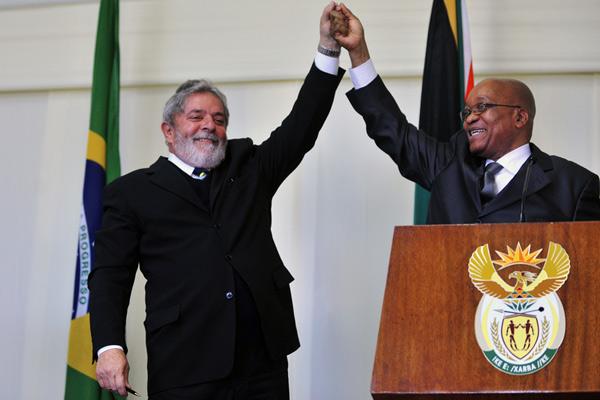 O presidente Luiz Inácio Lula da Silva reúne-se com o presidente da África do Sul, Jacob Zuma, no Union Building, sede do governo sul-africano na capital executiva do país, em Pretória