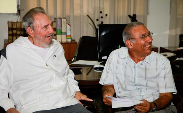 Fidel Castro aparece sorridente em imagens divulgadas neste sábado (10)
