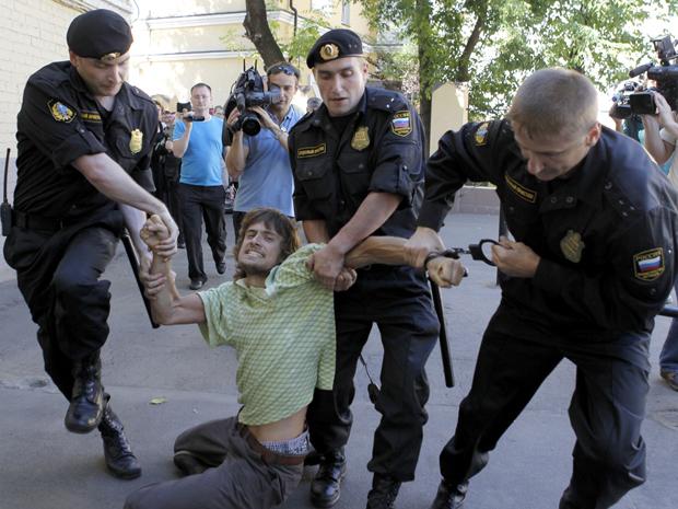 Pyotr Verzilov deixou no local pasta com dezenas de baratas