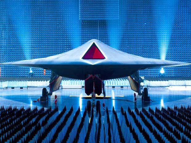 Imagem divulgada pelo ministério da Defesa, em Londres, mostra Taramis, protótipo do avião de combate não tripulado do futuro.