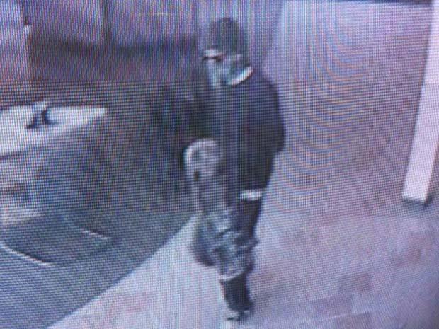 'Bandido do skate' é acusado de roubo a banco.