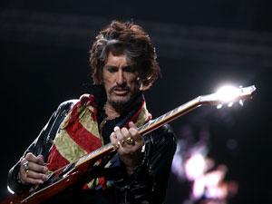 Joe Perry, guitarrista do Aerosmith, se apresenta em São Paulo em maio deste ano. (Foto: Daigo Oliva / G1)