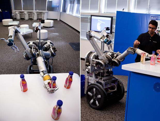 HERB, robô mordomo apresentado pela Intel, é capaz de abrir portas e servir bebida aos convidados.