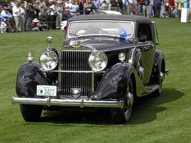 Criado em 1932, o Hispano Suiza J-12 Type Bis 1933 era na época a melhor definição de luxo sobre rodas. Feito para passar dos 160 Km/h é  equipado com um V12, de 11.3 litros e 223 cavalos.