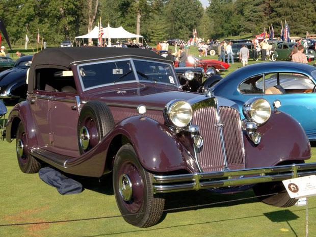O Horch 853 Phaeton 1938 é um dos três carros feitos para o ministro  da aeronáutica de Hitler. Esse foi último que sobrou e foi  encontrado no  celeiro no Estado da Virgínia, nos EUA.