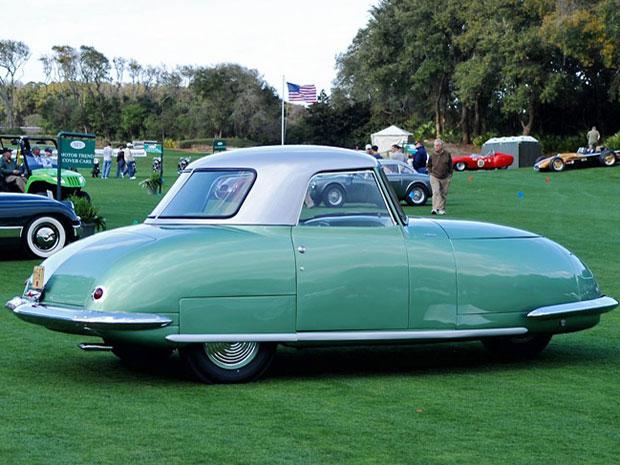 """Idealizado em 1940, o Divan só saiu do papel depois da II  Guerra Mundial. Apresentado como o """"carro do futuro"""",  ele chegava aos 120 km/h e fazia dos 20 km/l"""