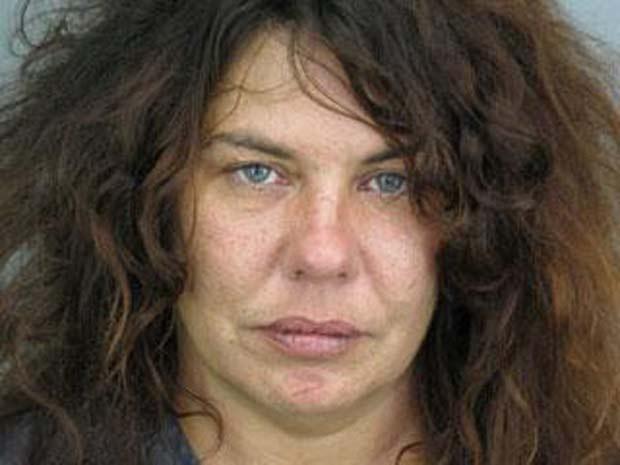 Mulher foi presa acusada de tentar roubar um sanduíche.