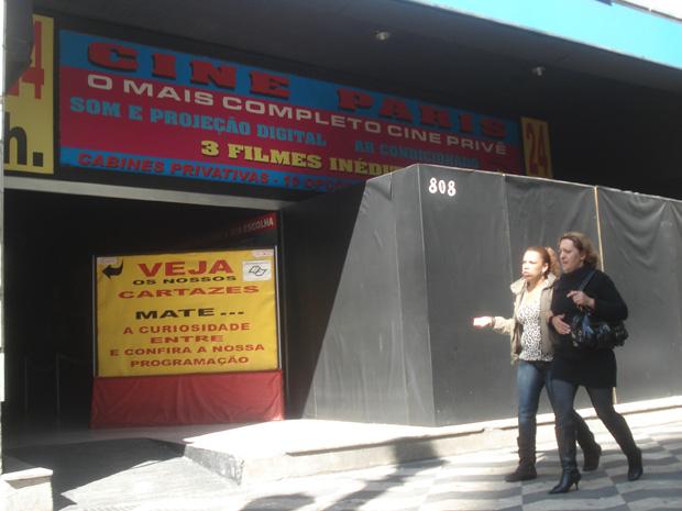 Cinema com tapumes na Avenida Ipiranga