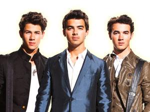 Nick, Joe e Kevin: os irmãos Jonas vêm ao Brasil em novembro.