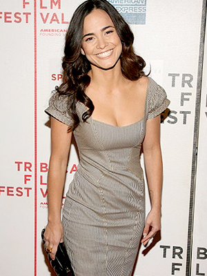 Aos 27 anos, atriz sonha em filmar com Walter Salles, Alfonso Cuarón e Cao Hambuger.