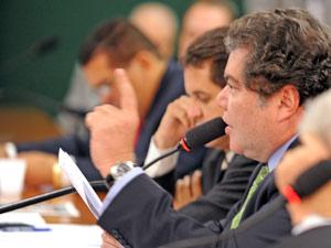 Sarney Filho (PV-MA) durante audiência na Câmara dos Deputados em julho