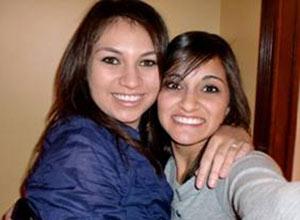 Marlena Cantu (à esquerda), que morreu no acidente, e Abby Guerra, que sobreviveu, em foto de álbum de família.