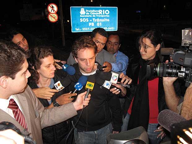 João Velho, irmão de Rafael Mascarenhas, acompanhou o trabalho pericial. Abalado, disse que 'espera justiça'.