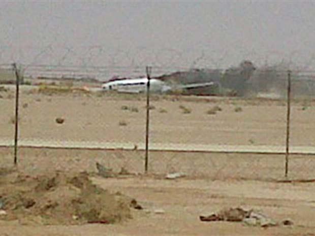 Foto de baixa resolução tirada de celular mostra acidente com avião da Lufthansa, em Riad, na Arábia Saudita