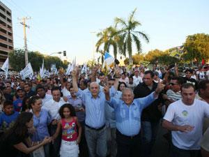 José Serra em caminhada pelo centro de Palmas (TO)