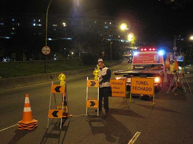 Túnel Acústico, na Zona Sul do Rio, foi interditado à meia-noite para que a polícia faça a reconstituição do atropelamento de Rafael Mascarenhas, filho da atriz Cissa Guimarães.