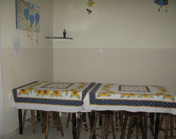 Refeitório de abrigo para mulheres vítimas de violência na Grande São Paulo