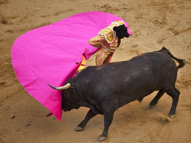 Foto de 4 de abril de 2010 mostra toureiro Daniel Luque em tourada de Madri