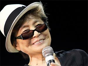 A artista plástica Yoko Ono durante passagem por São Paulo em 2008