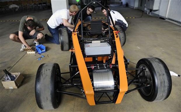 Carro de corrida elétrico foi desenvolvido por estudantes de Engenharia, em Berlim