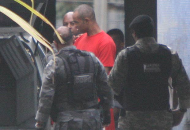 Bruno pediu para raspar a cabeça no presídio, segundo a polícia