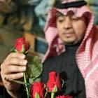Saudita compra rosas em mercado de Riad, em fevereiro de 2009