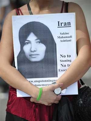 Manifestantes ingleses pedem que pena de morte de iraniana por apedrejamento seja cancelada