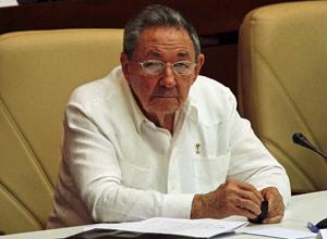 O presidente cubano, Raul Castro, durante Assembléia Nacional neste domingo (1º), em Havana