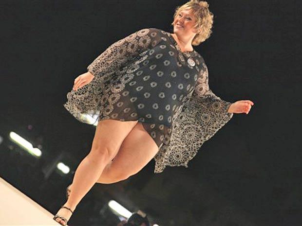Outra candidata desfila durante o concurso, que ocorreu no final de semana, na Itália