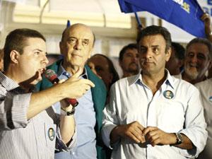 José Serra faz campanha com Antonio Anastasia e Aécio Neves em Poços de Caldas (MG) nesta quarta-feira (4)