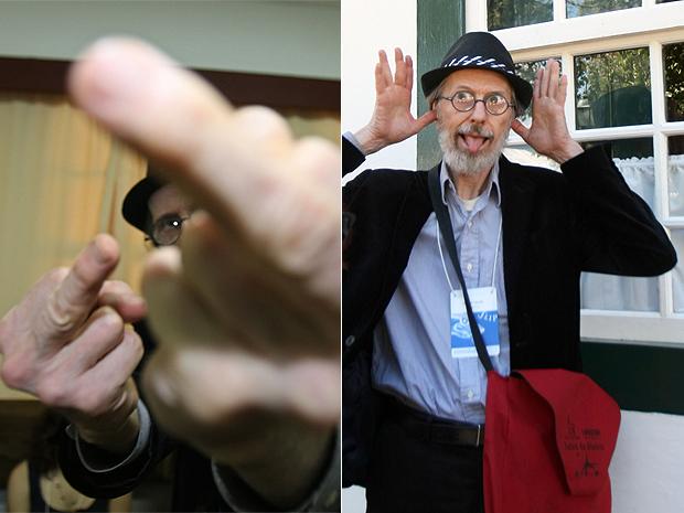 Robert Crumb faz gesto obsceno e careta para fotógrafos durante a Flip, em Parati.