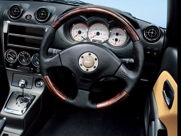 Interior do Daihatsu Copen Ultimate S Edition