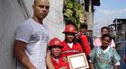 Brigada em favela ajuda a evitar incêndios (Roney Domingos/G1)