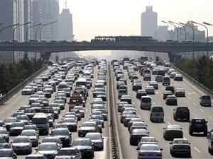 Movimento de carros em Pequim, na China (Foto: AFP)