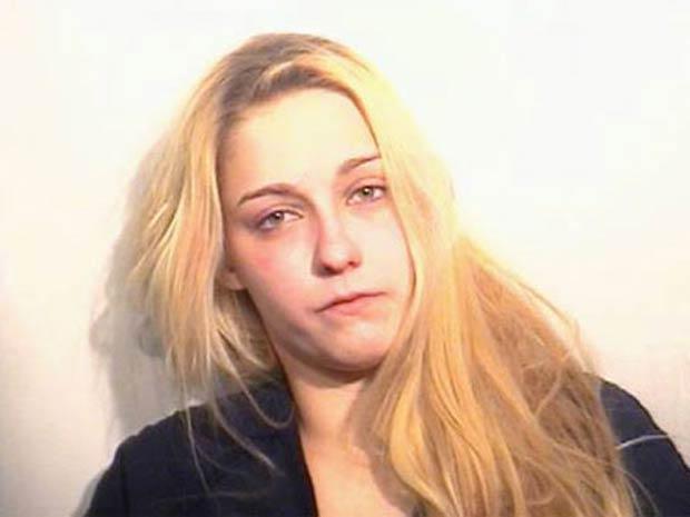 Melodi Dushane, 24, foi presa por condenada atendente do McDonald's.