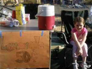 Nena de 7 años paga su viaje a Disney vendiendo limonada.!