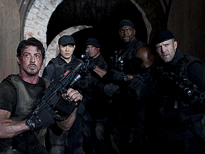 Sylvester Stallone também dirigiu e roteirizou 'Os mercenários'