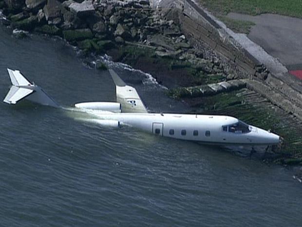 Avião cai na Baía de Guanabara