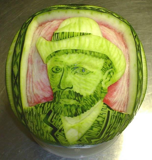 Takashi Itoh esculpiu Vincent van Gogh na melancia.