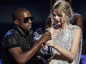 Kanye West e Taylor Switf, durante incidente no último Video Music Awards
