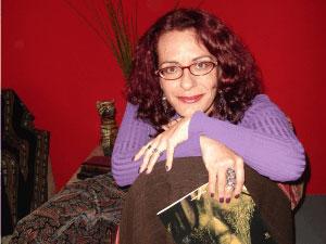 A escritora Martha Argel: 'vampiros são metáfora'.