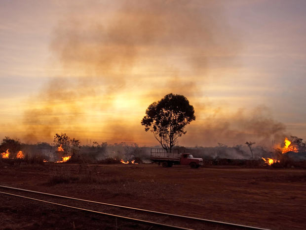 Incêndio na Via Estrutural
