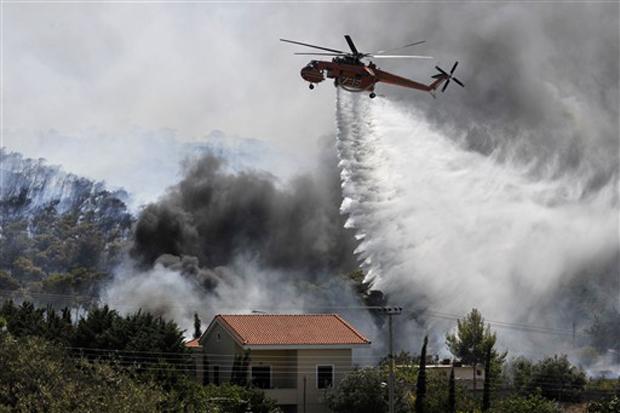 Vários focos de incêndios florestais atingiram a Grécia nas últimas semanas. Um porta-voz dos bombeiros declarou que há indícios de que alguns incêndios foram propositais.