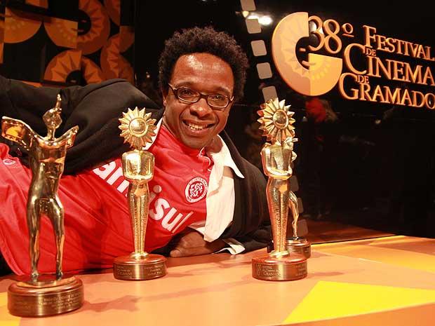 """""""Bróder"""", de Jeferson De, foi o grande vencedor da 38ª edição do Festival de Cinema de Gramado, com três prêmios."""