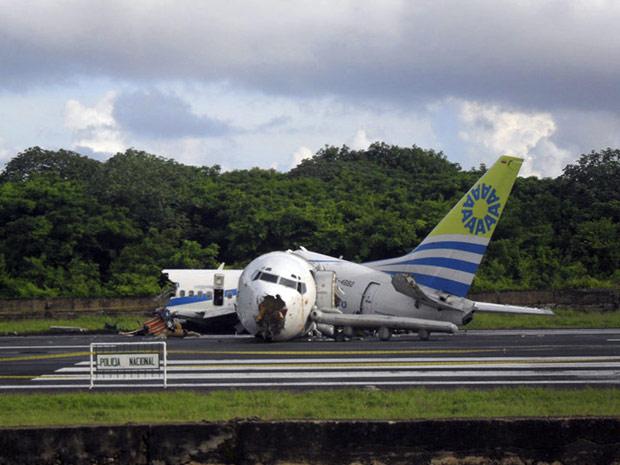 Imagem mostra outro ângulo do Boeing 737 acidentado no aeroporto de San Andrés, na Colômbia