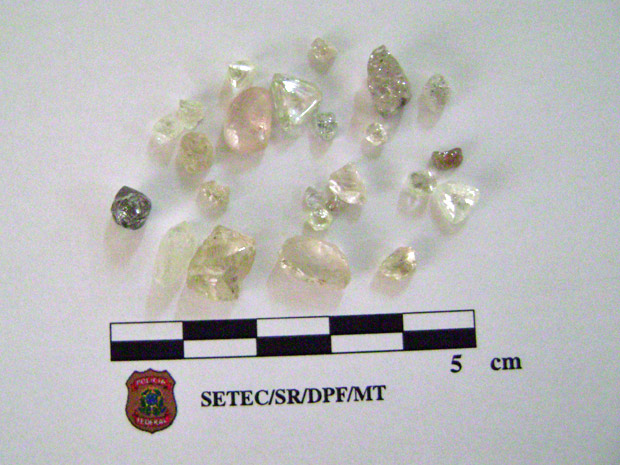 Homem é preso com diamantes na cueca em MT