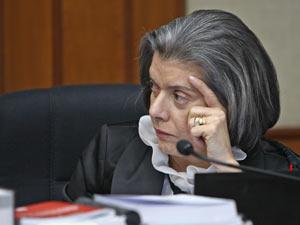 A ministra Cármen Lúcia durante sessão do TSE nesta terça (17)
