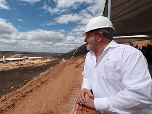 O presidente Luiz Inácio Lula da Silva em visita a obras da ferrovia Transnordestina