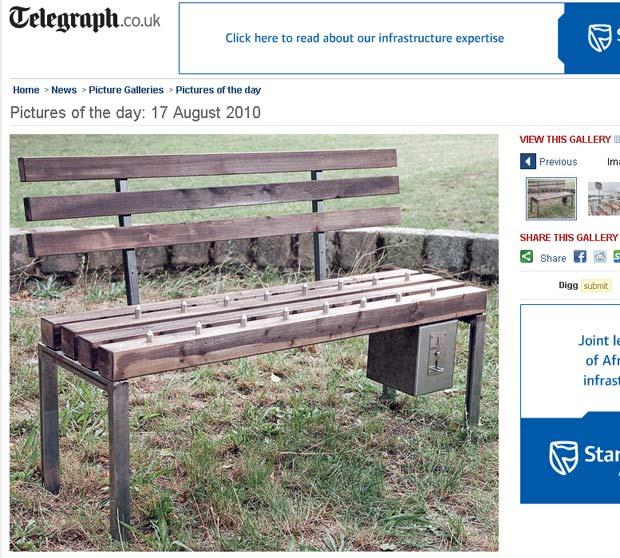 Usuários precisaram pagar para poder sentar no banco.