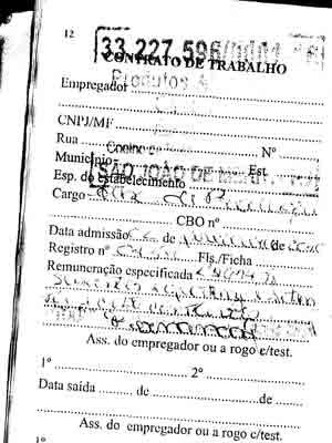 O cargo preenchido na carteira de trabalho de Rafael é a de auxiliar de produção.